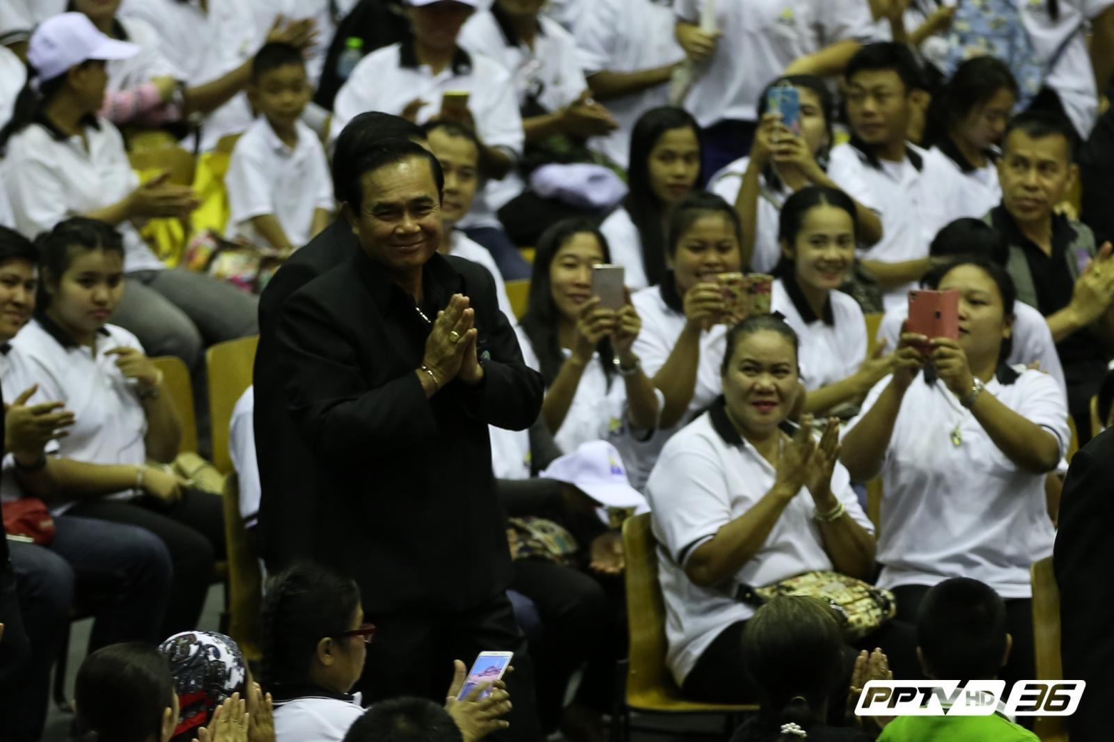 """""""บิ๊กตู่""""เผยรัฐบาลมุ่งมั่นดูแลแรงงานไทยทุกสาขาอาชีพ"""
