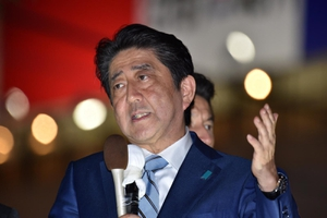 """ญี่ปุ่นเปิดหีบเลือกตั้งทั่วไป คาด """"อาเบะ"""" นั่งนายกฯ สมัยที่ 3"""