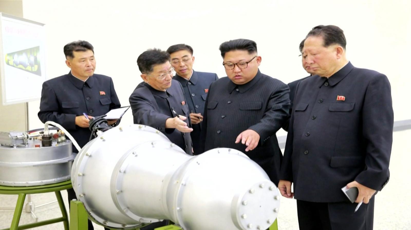 """รู้จัก """"สองนักวิทยาศาสตร์"""" เบื้องหลังอหังการขีปนาวุธโสมแดง"""