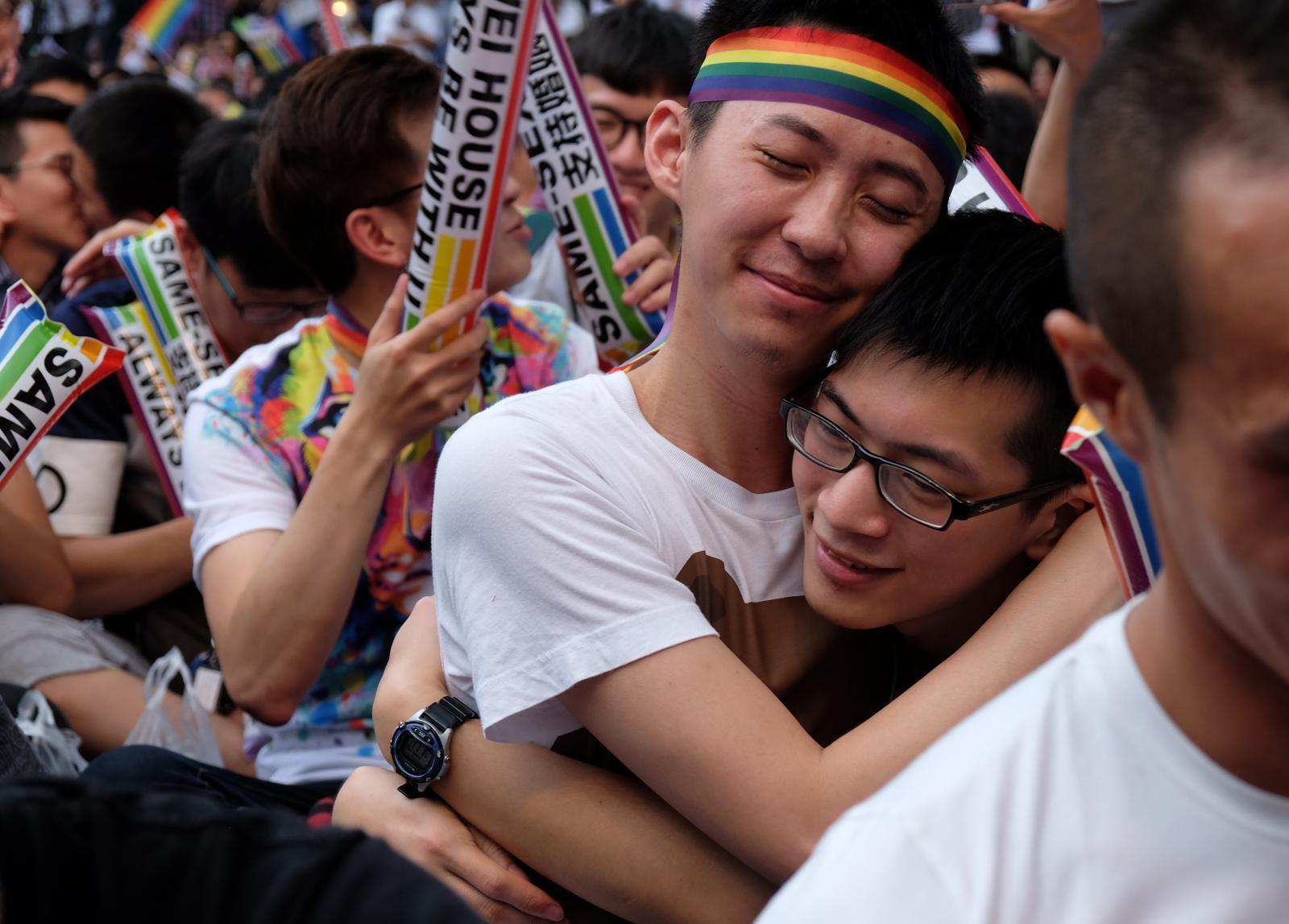 """""""ไต้หวัน"""" ประเทศแรกเอเชียรับรองแต่งงานกลุ่มรักร่วมเพศ"""