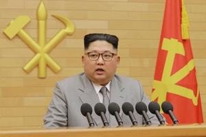 """ข่มสหรัฐฯ """"คิมจองอึน"""" เผย มีปุ่มยิงจรวดนิวเคลียร์ไว้ที่โต๊ะทำงาน"""