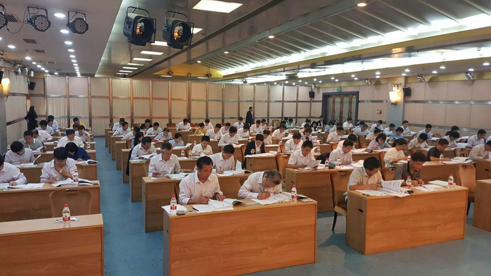 รมว.คมนาคมเยี่ยมชมการฝึกอบรม-ทดสอบวิศวกรจีน