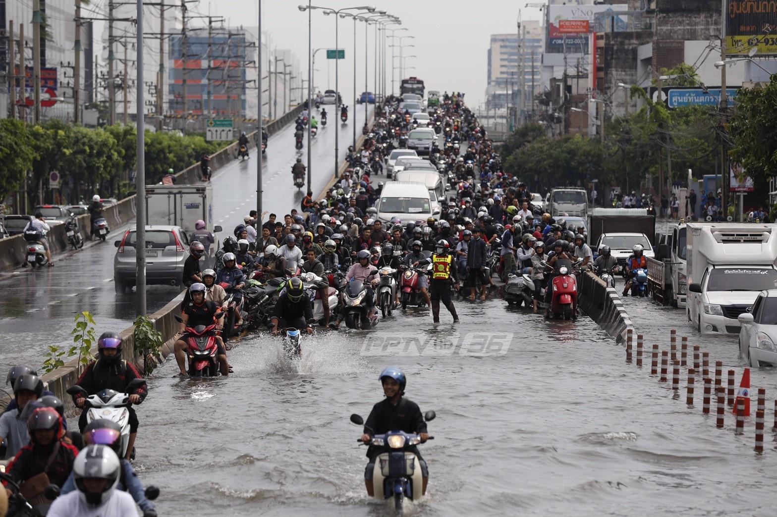 ฝนตก-รถติด คู่ชีวิตคนกรุงเทพฯ
