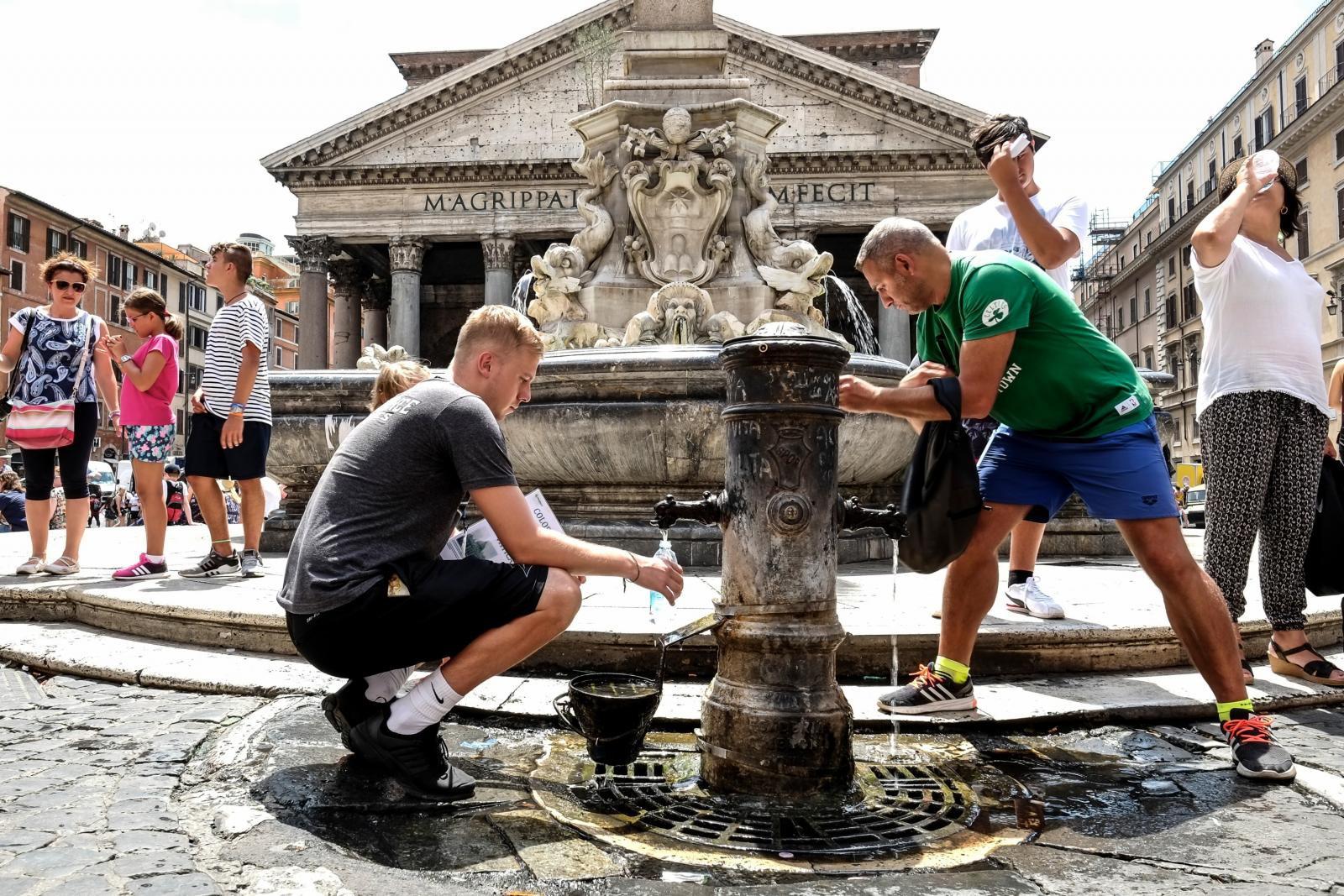 หลายเมืองในยุโรปประกาศเตือนภัยอาการร้อนจัด