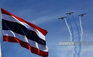 กองทัพอากาศโชว์บินปล่อยควันสีธงชาติ ครบรอบ 100 ปี ธงไตรรงค์