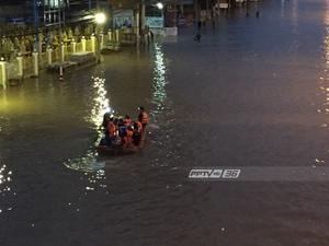 น้ำยังท่วมขังผิวการจราจรถนนเพชรเกษม หน้าบิ๊กซี จ.เพชรบุรี