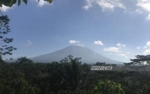 รัฐบาลอินโดนีเซีย เฝ้าระวังภูเขาไฟอากุงใกล้ชิด