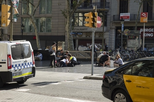 """""""ขับรถพุ่งชนคน"""" บทเรียนซ้ำซากการก่อการร้ายในยุโรป"""