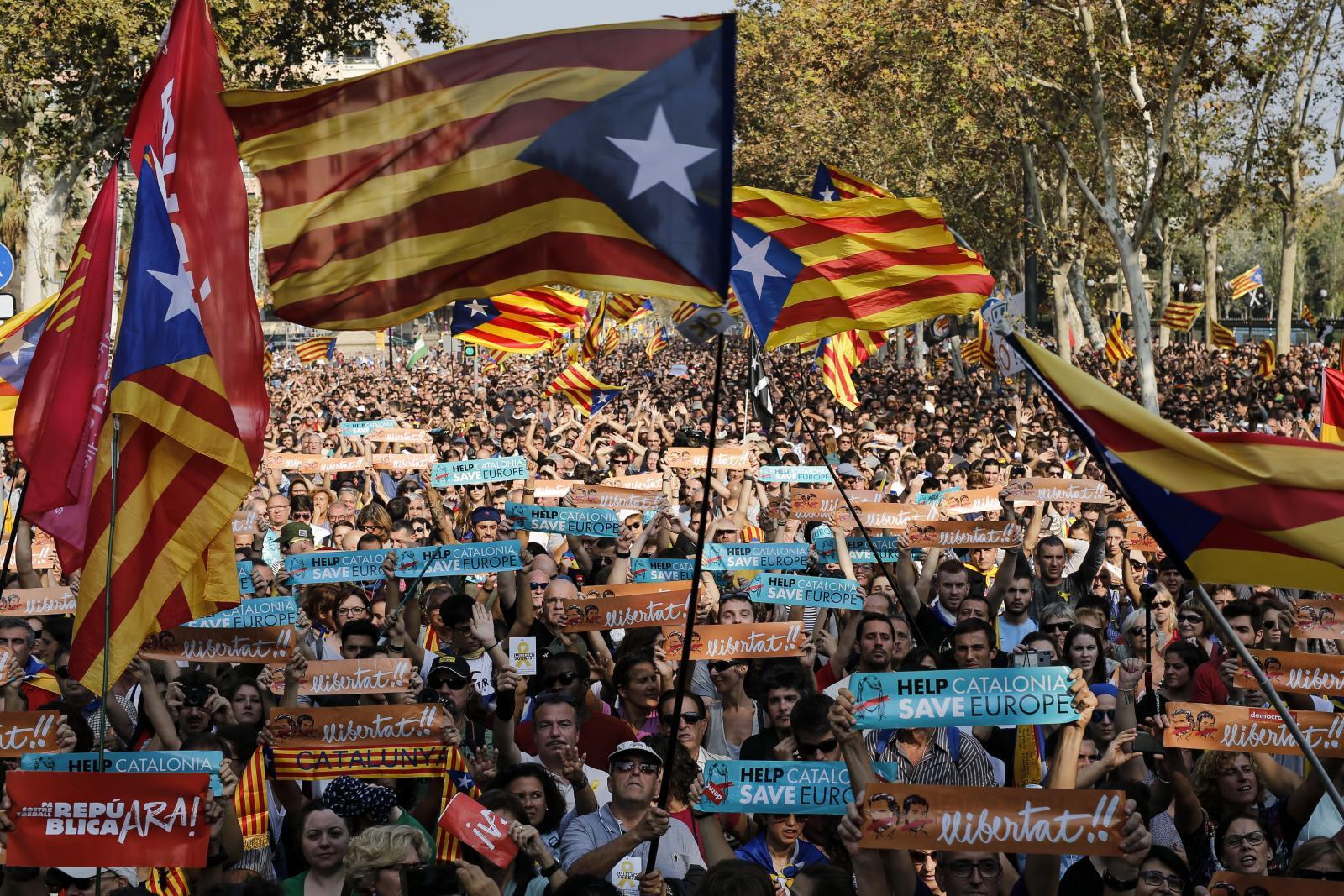 """""""รัฐสภากาตาลุญญา"""" ประกาศเอกราชจากสเปน"""