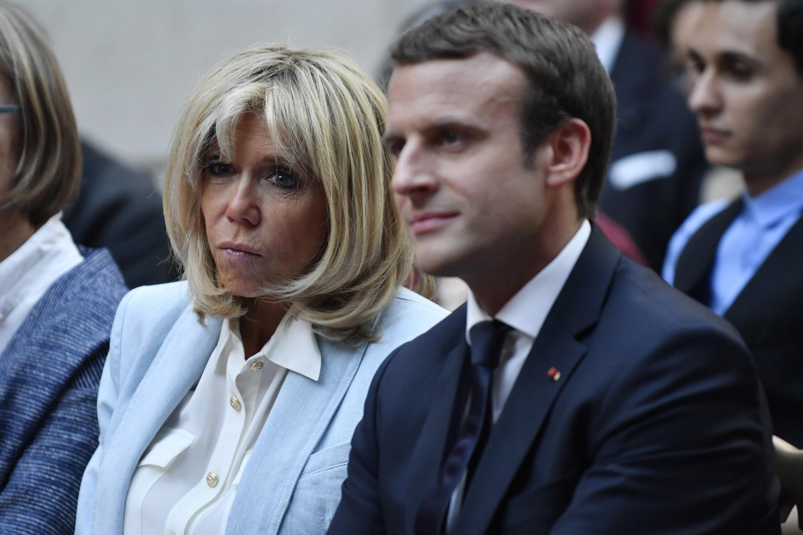 """ชาวฝรั่งเศสล่ารายชื่อคัดค้านนางมาครงเป็น """"สตรีหมายเลข 1"""""""