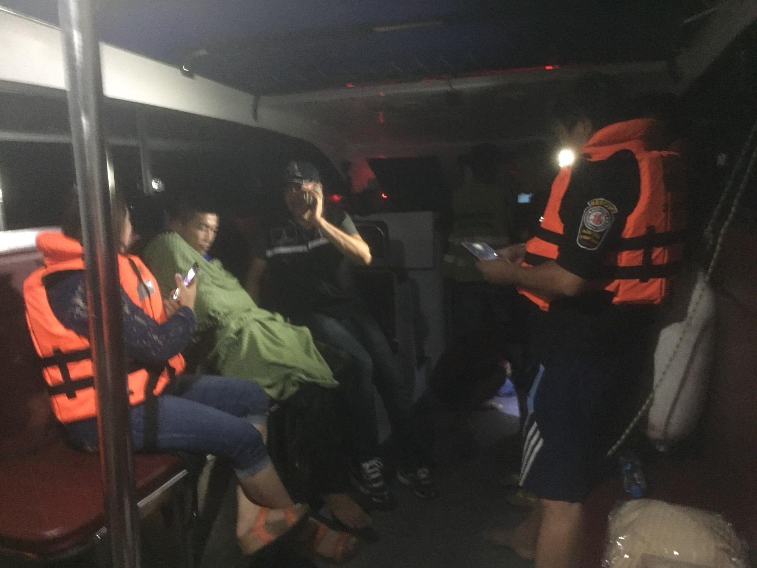 พบหนุ่มนาวิกโยธินกระโดดเรือเฟอร์รี่แล้วโชคดีเรือประมงช่วยชีวิต