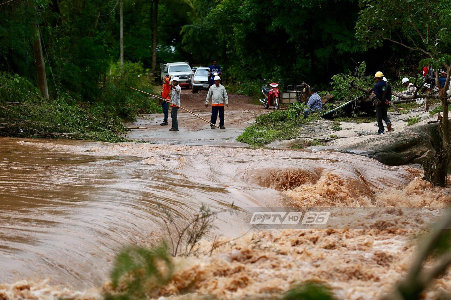 """ทหารช่วย 65ชีวิต""""บ้านไทยสามัคคี"""" โคราช น้ำท่วมใหญ่รอบ 30ปี"""