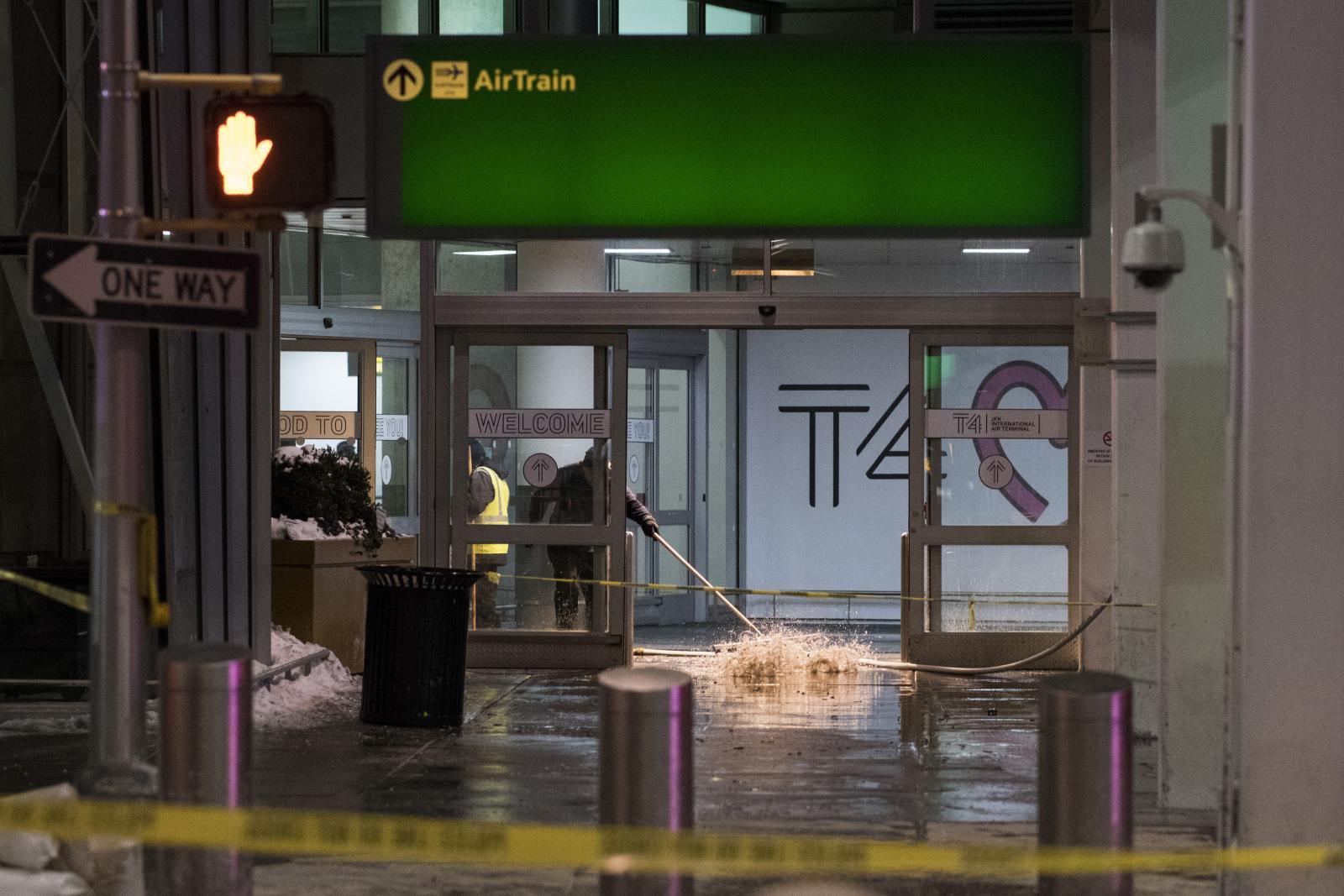 สนามบินนิวยอร์กโกลาหลเจอน้ำท่วมซ้ำ