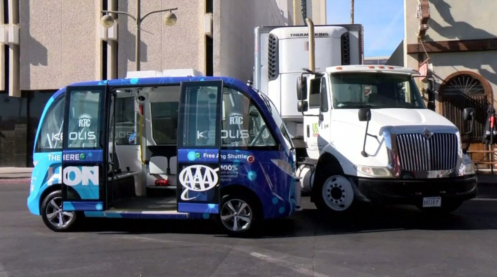รถบัสไร้คนขับที่ลาสเวกัสเกิดอุบัติเหตุตั้งแต่ใช้งานวันแรก