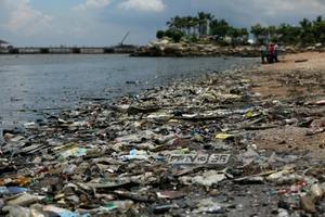 กรมทรัพยากรทางทะเลฯ รับ มีคนลักลอบทิ้งขยะลงทะเลศรีราชา