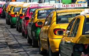 """วงเสวนาเห็นพ้องปัญหา """"แท็กซี่"""" ต้องแก้โครงสร้าง"""
