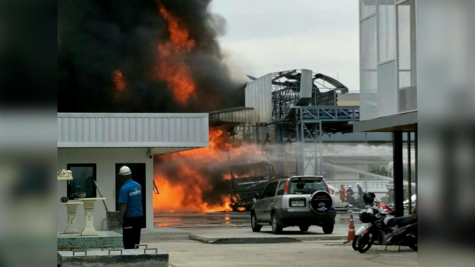 รถบรรทุกน้ำมันระเบิด! ไฟโหมกระหน่ำ ในนิคมอมตะนครชลบุรี