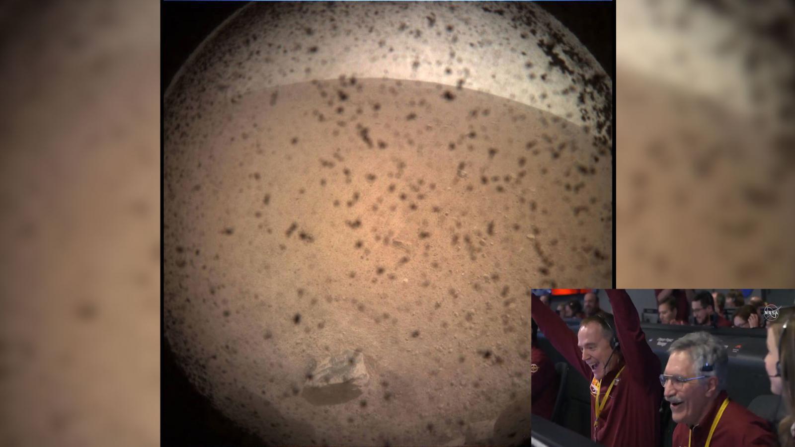"""นาซา ประสบความสำเร็จ นำ """"ยานอินไซท์"""" ลงจอดบนดาวอังคาร"""