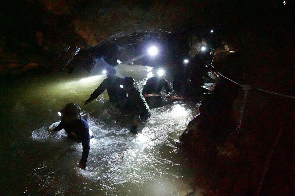 อดีตหน่วยซีลเสียชีวิต 1 คน ขณะดำน้ำออกจากถ้ำหลวงฯ