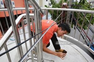 ผอ.เขตธนบุรี ยอมรับ ประสานงานบกพร่อง เหตุสายเคเบิลขวางทางเดินสะพานลอย
