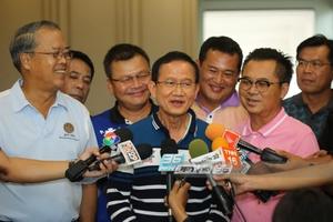 """""""สมชาย"""" ลั่นเพื่อไทยเป็นปึกแผ่น เรื่องส.ส.ย้ายพรรคให้ประชาชนตัดสินใจ"""