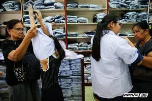 """ผู้ปกครองอ่วม! """"ค่าเทอม-เสื้อผ้านักเรียน""""ปรับสูงขึ้น"""