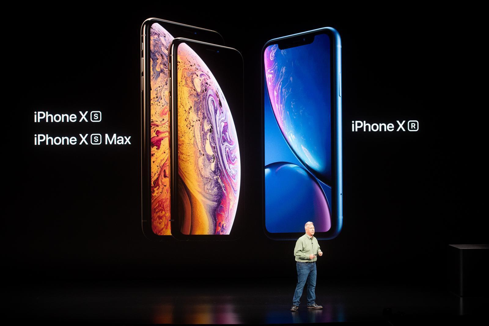 """11 ปี """"iPhone"""" กับโทรศัพท์มือถือ 21 รุ่น"""