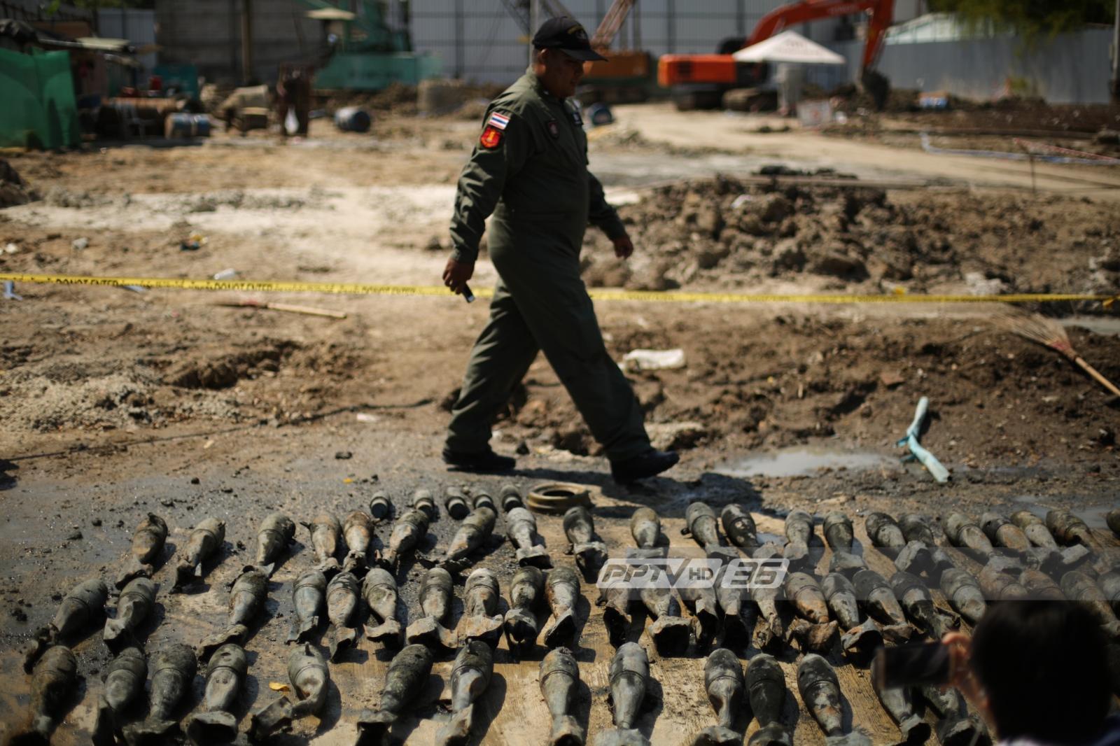 คนงานก่อสร้างผงะพบระเบิดเก่า กว่า 100 ลูก ใกล้สะพานซังฮี้
