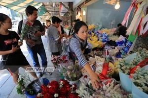 ผู้ค้าปากคลองตลาด บ่นเงียบเหงา ขายกุหลาบได้น้อยกว่าทุกปี