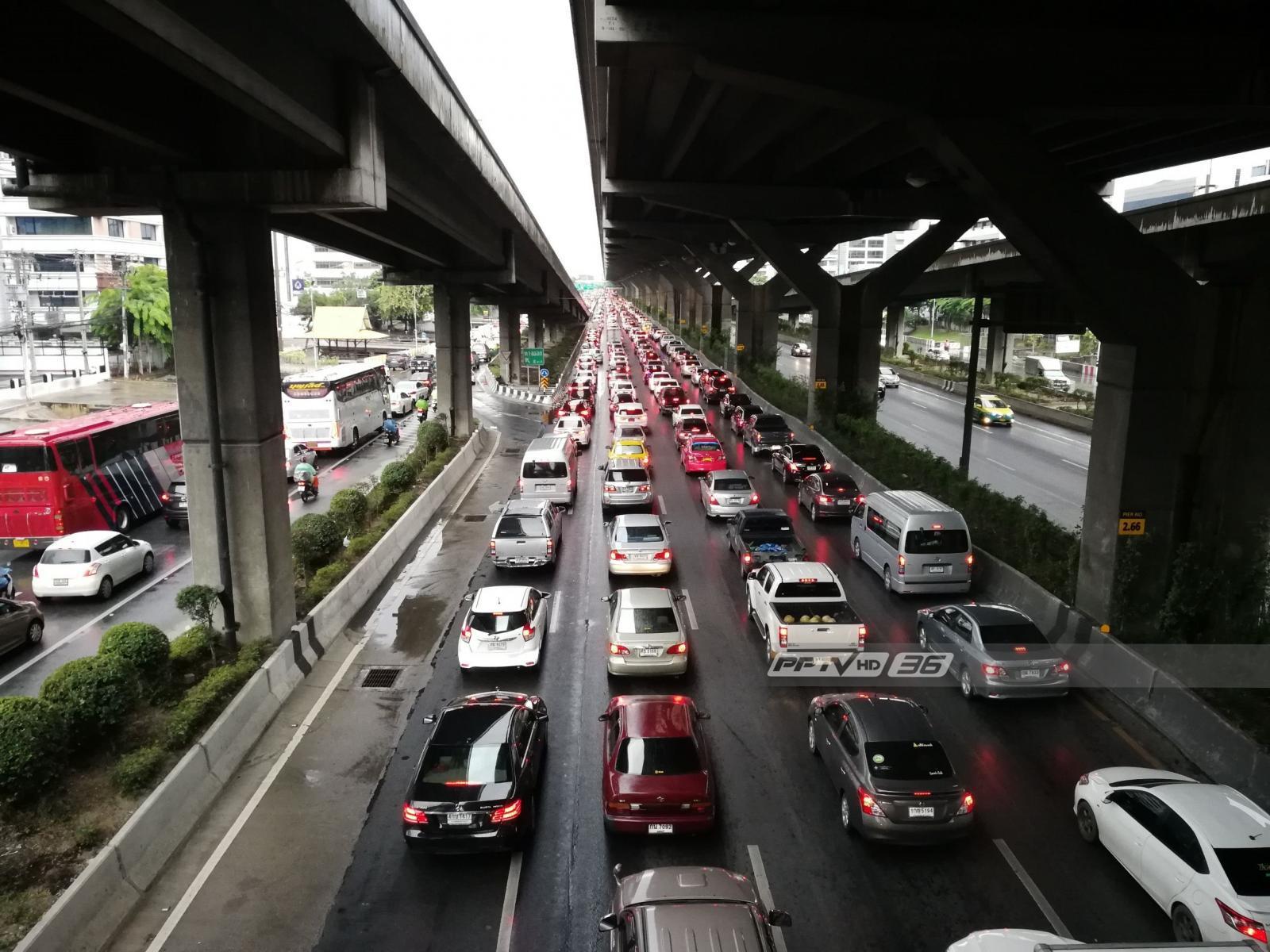 """กรุงเทพฯ ฝนตก ถนน """"วิภาวดีฯ-ลาดพร้าว"""" สาหัส"""