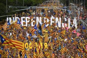 """""""กาตาลุญญา"""" ชุมนุมใหญ่ประจำปี เรียกร้องเอกราชจาก """"สเปน"""" อีกครั้ง!"""