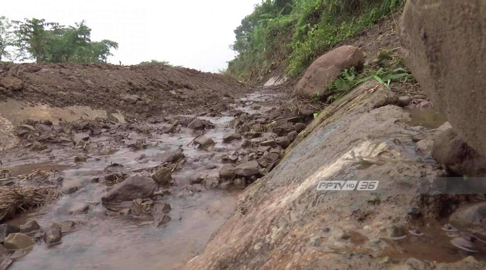 สร้างถนนคร่อมทางน้ำเดิม สาเหตุถนนทางขึ้นภูทับเบิกยุบตัว