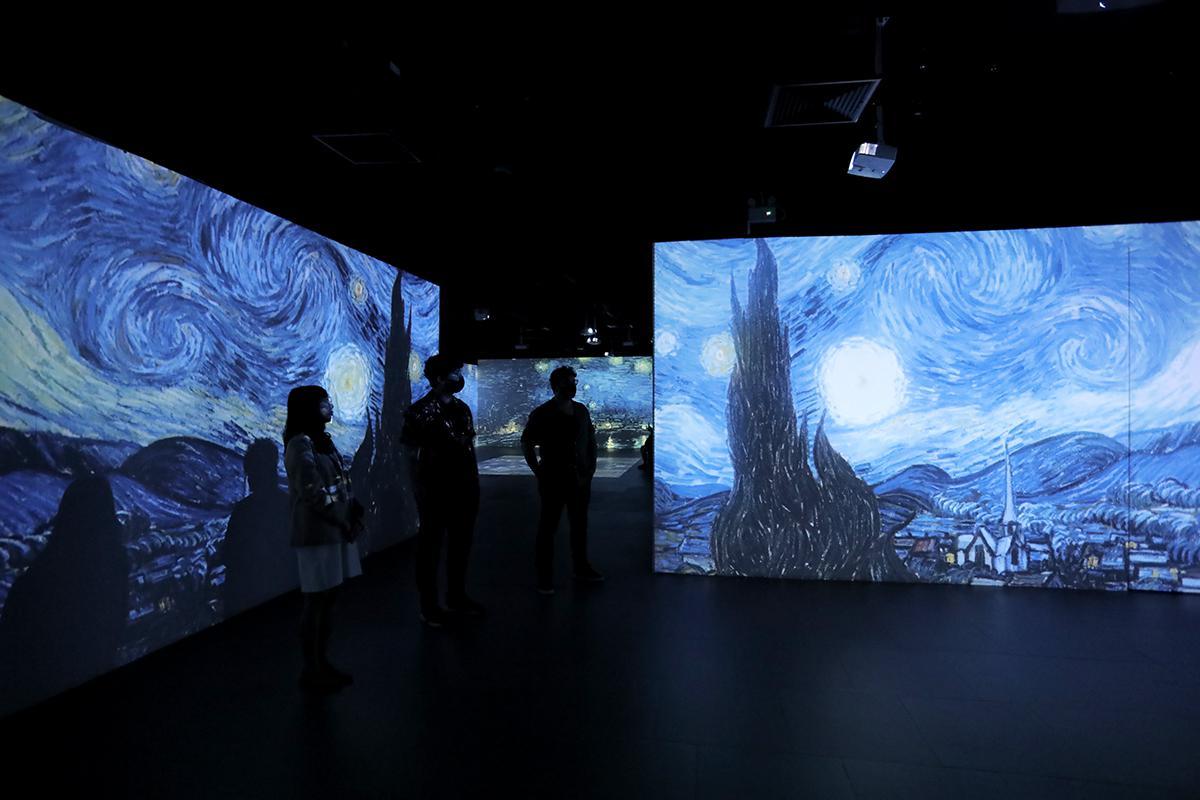 นิทรรศการของคนรักศิลปะ Van Gogh. Life and Art
