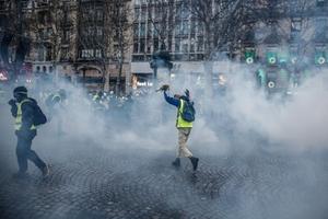 เสื้อกั๊กเหลืองประท้วงในปารีสเป็นสัปดาห์ที่ 5