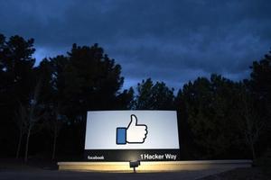 เฟซบุ๊ก-แอปฯ ในเครือล่มหลายประเทศ