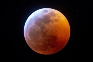 """ยลโฉม """"จันทรุปราคาเต็มดวง หรือ Super Blood Wolf Moon"""" ครั้งแรกของปี'62"""