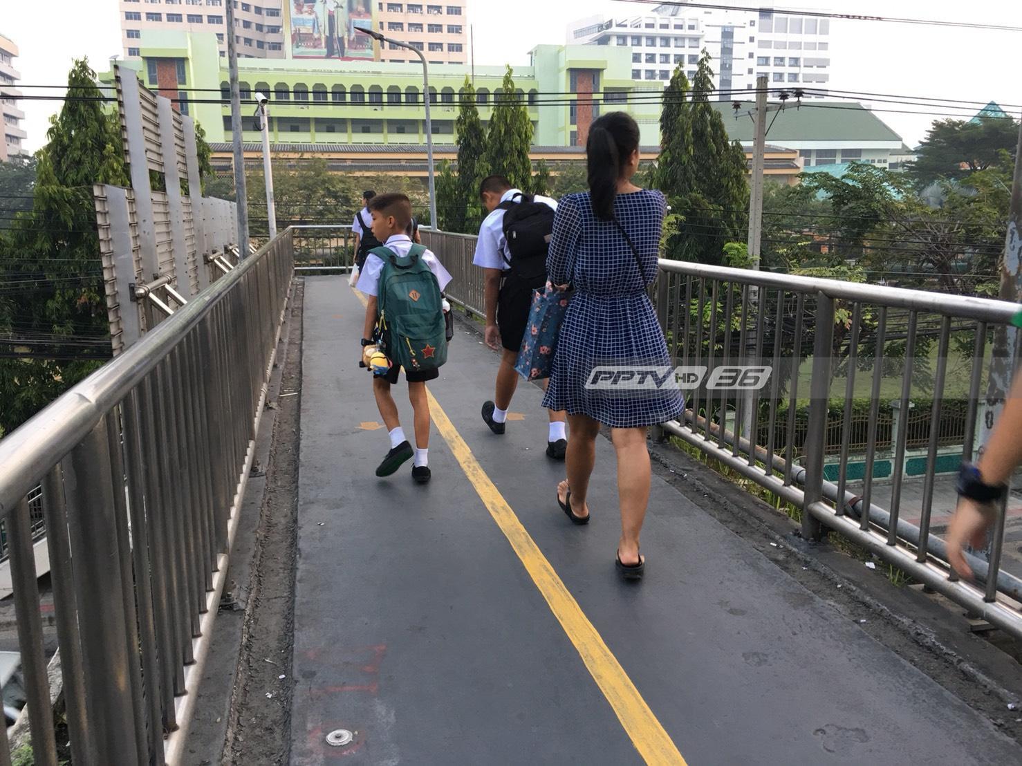 กระทรวงศึกษาฯ สั่ง รร.ในจุดวิกฤตฝุ่น PM2.5 ให้เด็กเคารพธงชาติในอาคาร