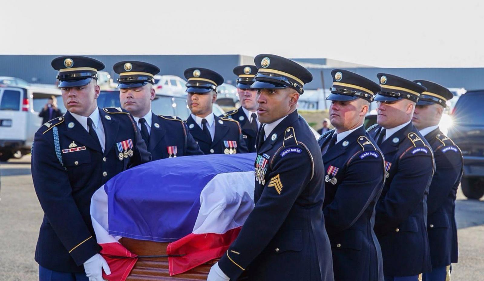 """สหรัฐฯพร้อมทหารกองเกียรติยศ ส่งศพ """"ทูตวีรชัย พลาศรัย"""" กลับถึงไทย 2 เม.ย."""
