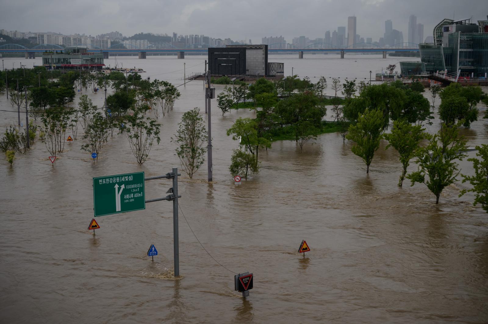 เกาหลีใต้เผชิญฝนตกจากมรสุมนานที่สุดในรอบ 7 ปี