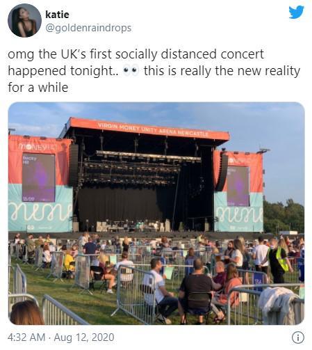 อังกฤษจัดงานแสดงดนตรีแบบเว้นระยะห่างเป็นครั้งแรกนับแต่มีโควิด-19