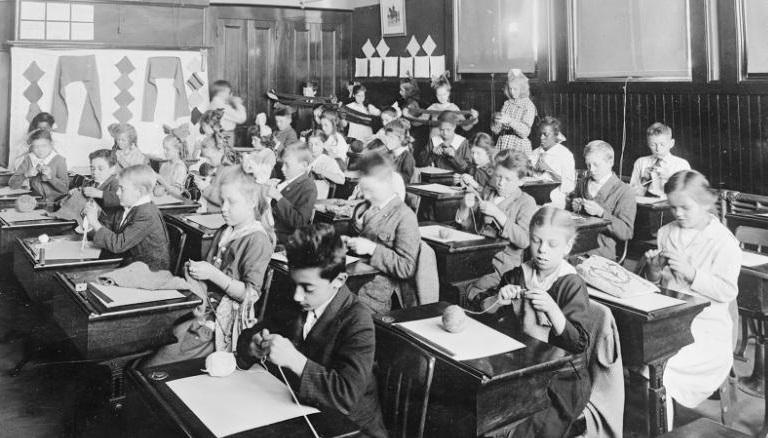 """การไปโรงเรียนช่วงโรคระบาดในสหรัฐฯ เมื่อ 100 ปีก่อน """"ปลอดภัยกว่าอยู่บ้าน"""""""