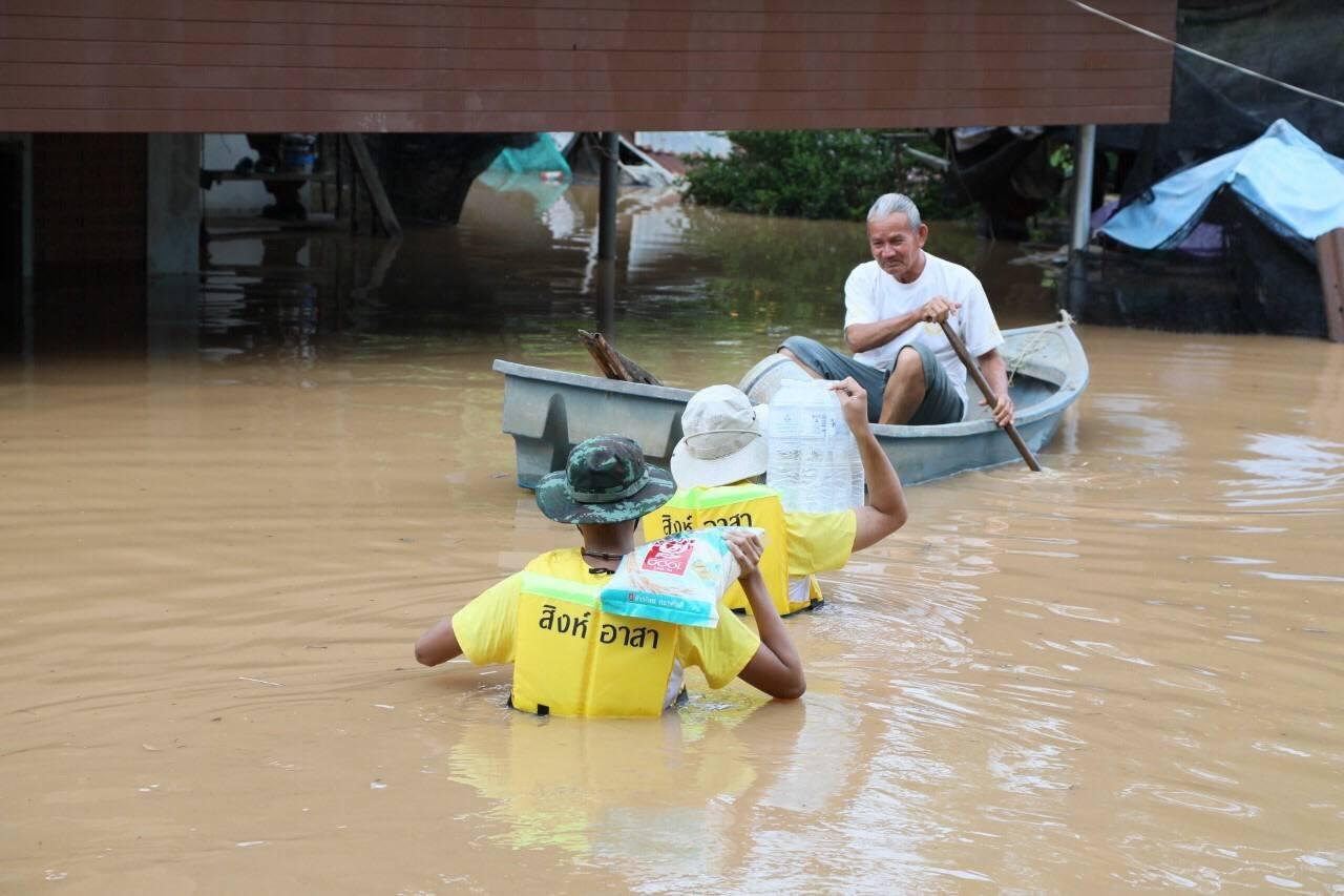 คนไทยไม่ทิ้งกัน! สิงห์อาสา ลุยช่วยน้ำท่วม ที่ จ.สุโขทัย- แพร่ ต่อเนื่อง