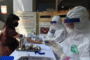 นักเคลื่อนไหวฮ่องกงค้านจีนส่งทีมแพทย์ช่วยตรวจโควิด-19