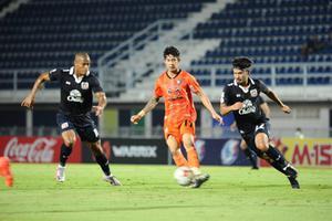 สุพรรณบุรี ชนะ นครราชสีมา 2-0 แซงขึ้นที่ 5