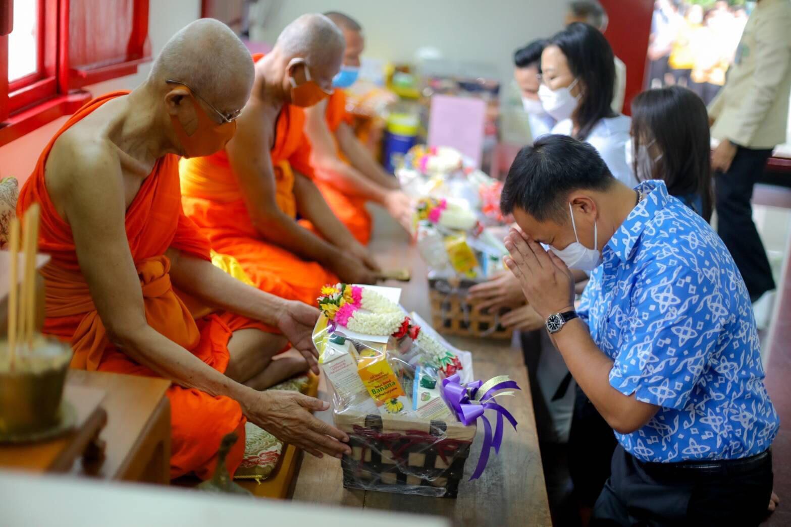 'เสี่ยหนู' ทำบุญวันเกิด 54 ปี อธิษฐานให้ไทยพ้นโควิด-19 โชคดีไม่มีมิตรเป็นโทษ