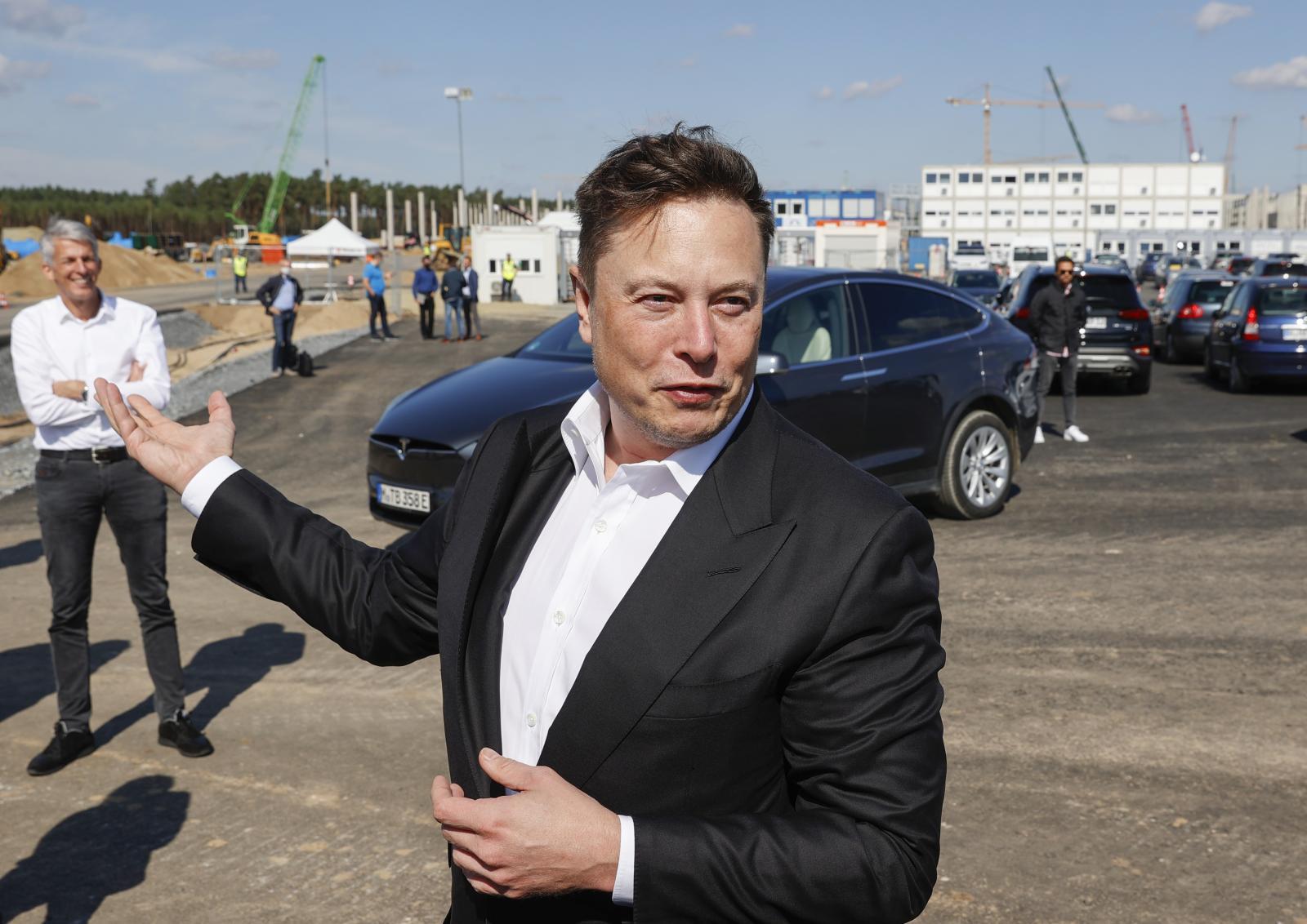"""""""อีลอน มัสก์"""" มั่นใจ เปิดตัวรถยนต์ไฟฟ้าราคาถูก ทันภายใน 3 ปี"""