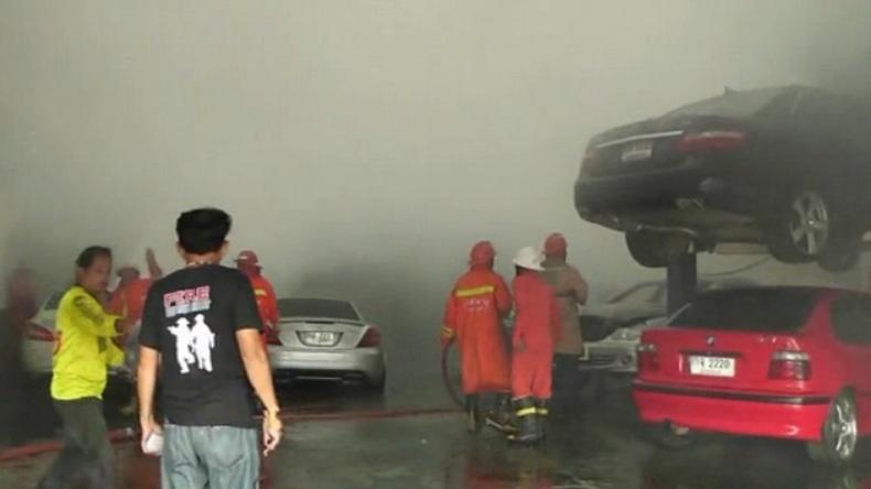 ไฟไหม้อู่กลางเมืองสุราษฎร์ฯ รถหรูวอด 4 คัน คาดสูญ 10 ล้าน