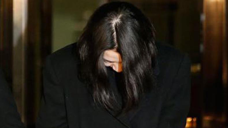 """ศาลลดโทษลูกสาว ปธ.โคเรียนแอร์ """"คดีวีนถั่ว"""" รอลงอาญา 2 ปี"""