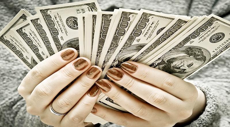 """4 เคล็ดลับ """"เก็บเงินให้อยู่ หมูกว่าที่คิด """""""