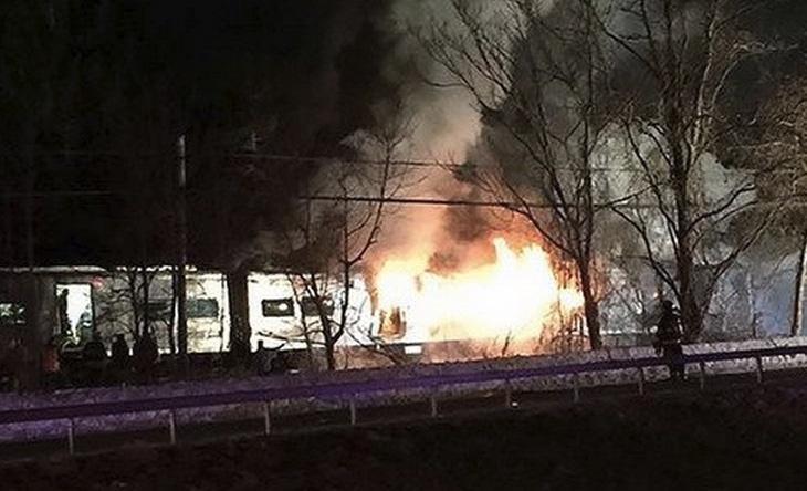 รถไฟโดยสารนิวยอร์กชนรถยนต์ เสียชีวิต 7 ราย